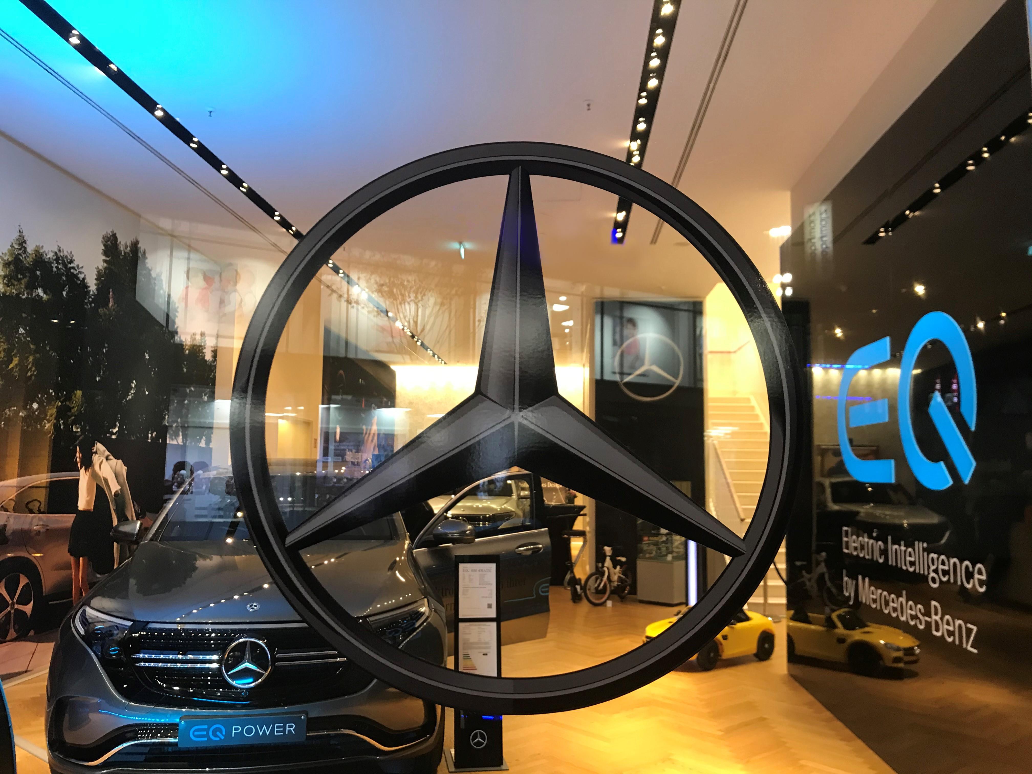 EQ-Pop Up Store Düsseldorf_Deign I Produktion I Montage von Schauwerbung Mennicken